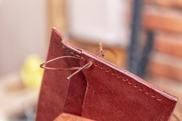 Costura criando couro artesanal carteira leathercraft