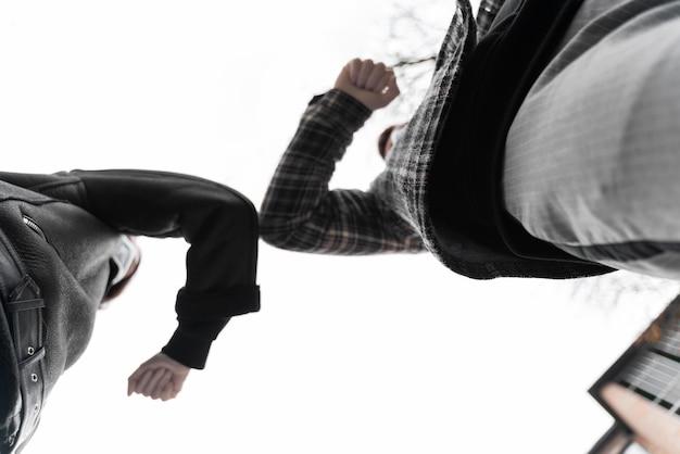 Cotovelo colisão saudações alternativa vista baixa