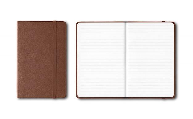 Couro escuro fechado e aberto forrado cadernos isolados no branco