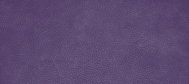 Couro genuíno com textura de pele cor púrpura petúnia.