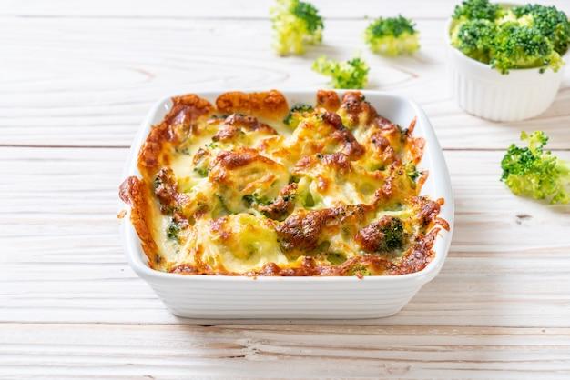 Couve-flor cozida e brócolis com queijo
