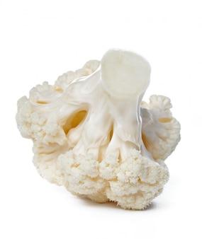 Couve-flor. pedaço isolado no branco.