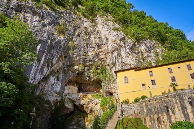 Covadonga santa cave santuário católico nas astúrias