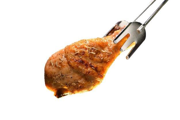 Coxa de frango assada grelhada isolada no branco