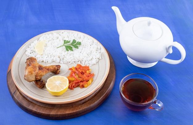 Coxa de frango grelhado com arroz saboroso