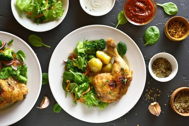 Coxa de frango grelhado com batata e salada verde