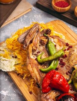 Coxinhas de frango assado com arroz branco e legumes