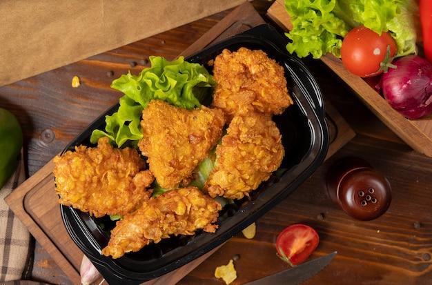 Coxinhas de frango crocante grelhado estilo kfc com bolachas