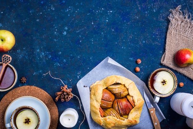 Cozimento simples do outono com maçãs e canela