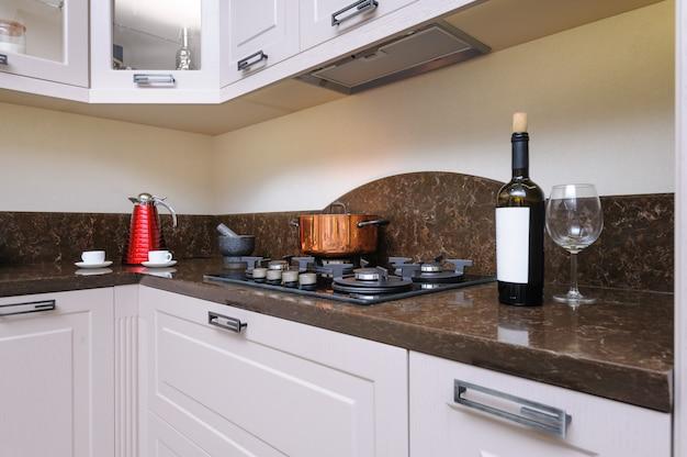 Cozinha bege moderna de luxo