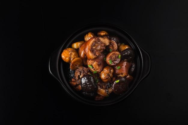 Cozinha chinesa: rabo de porco assado com castanha