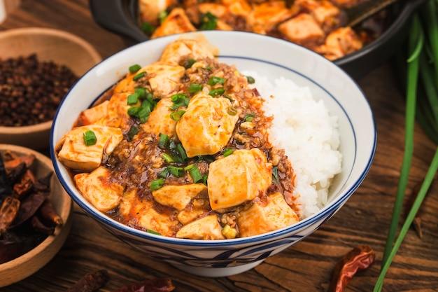 Cozinha chinesa: tofu e arroz picado picante
