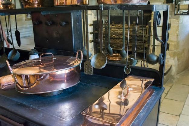Cozinha com fogão no castelo de chenonceau