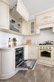 Cozinha de luxo colorido bege moderno