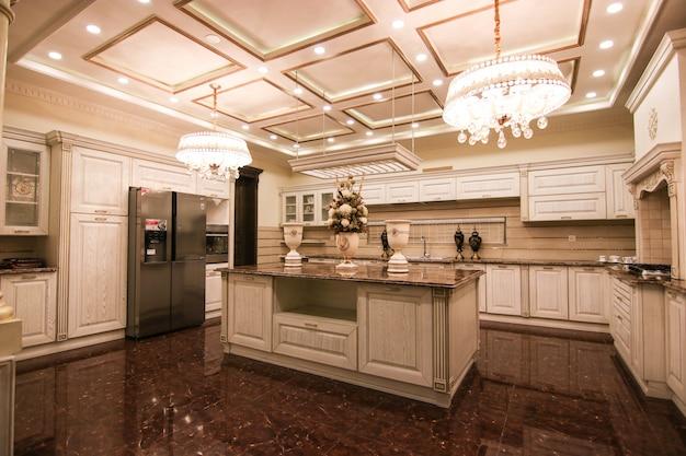 Cozinha de luxo e clássica