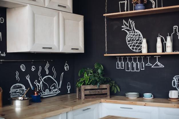 Cozinha de luxo feita em design elegante, com bom gosto