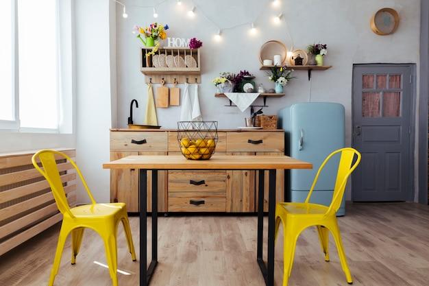 Cozinha e sala de jantar com estilo vintage