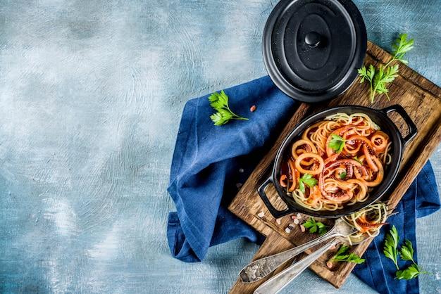 Cozinha italiana, calamari fra diavolo, macarrão espaguete marinara