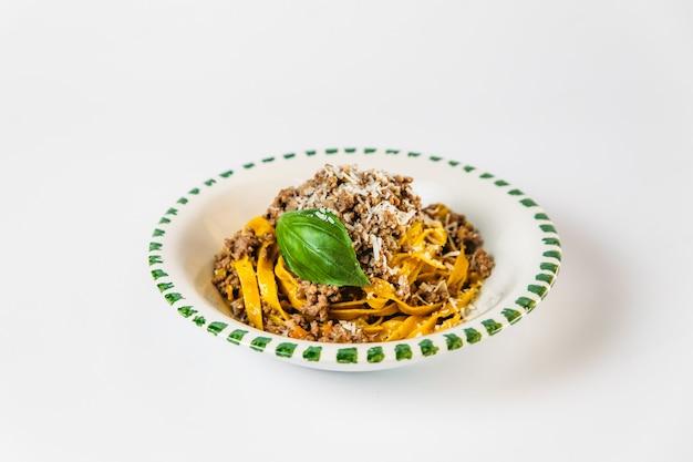 Cozinha italiana prato tagliatelle bolonhesa massas