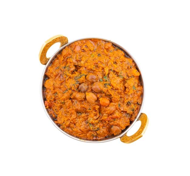 Cozinha saudável indiana chana masala em fundo branco