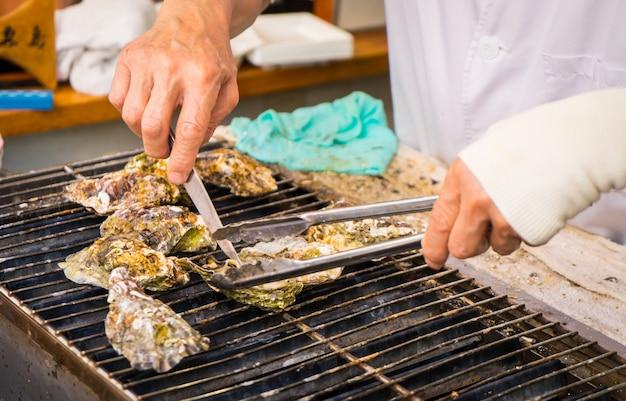Cozinhando ostras japonesas