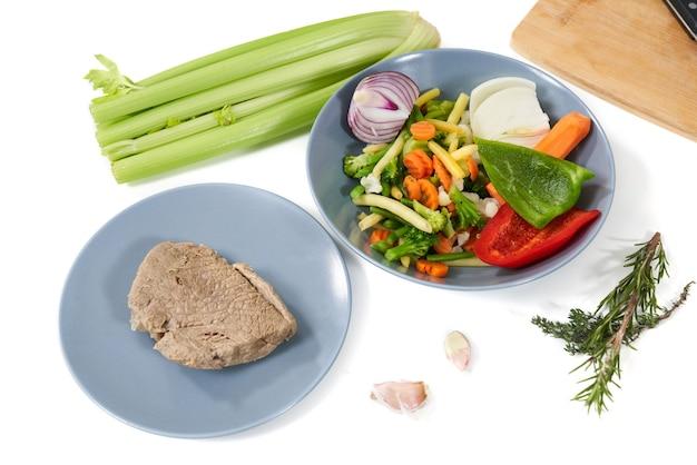 Cozinhando uma refeição saborosa com ingredientes saudáveis
