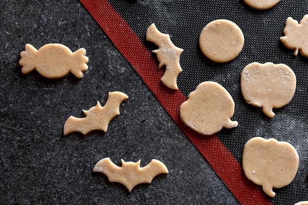 Cozinhar biscoitos de abóbora com morcego de gengibre