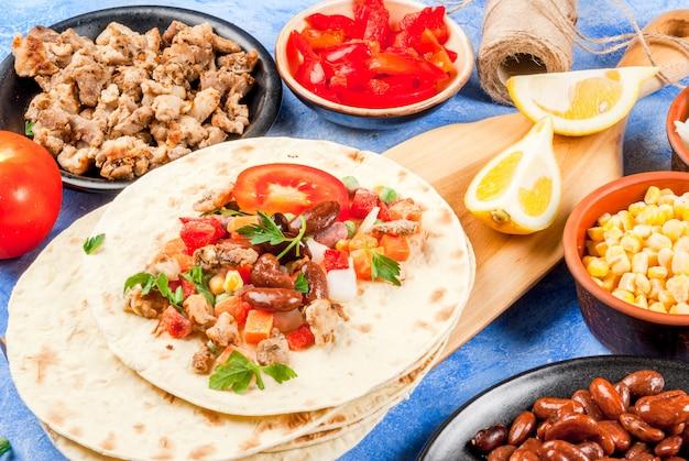 Cozinhar comida mexicana, burrito