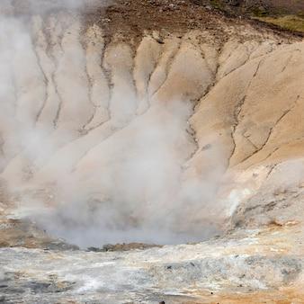 Cozinhar geotérmica geological piscina mineral, erosão