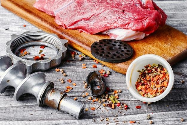 Cozinhar prato de carne