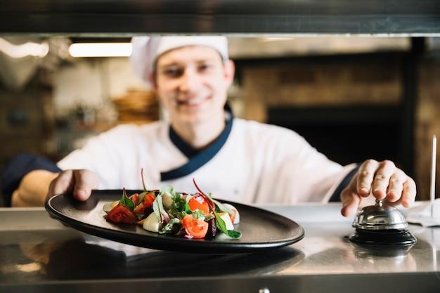 Cozinhe com sino de serviço de toque de salada