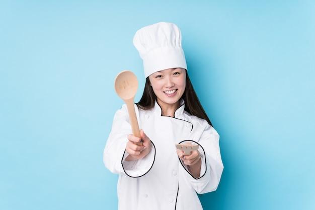 Cozinheiro japonês novo da mulher do cozinheiro chefe