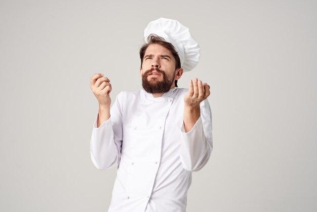 Cozinheiro masculino cozinhando fundo isolado da indústria culinária