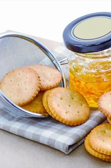 Crackers com geléia de laranja