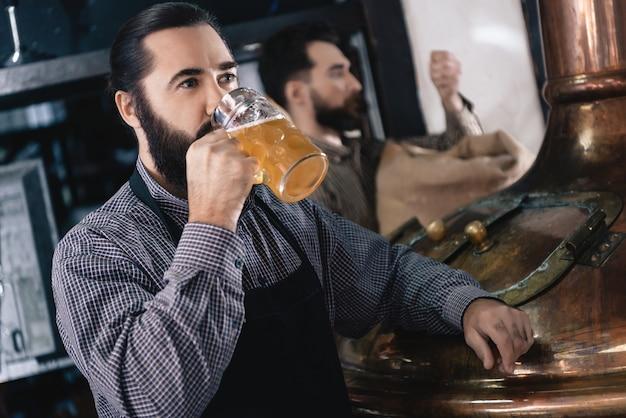 Craft ale cervejaria de fabricação de cerveja de degustação.
