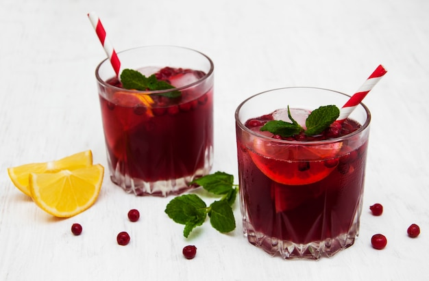 Cranberry cocktail com hortelã