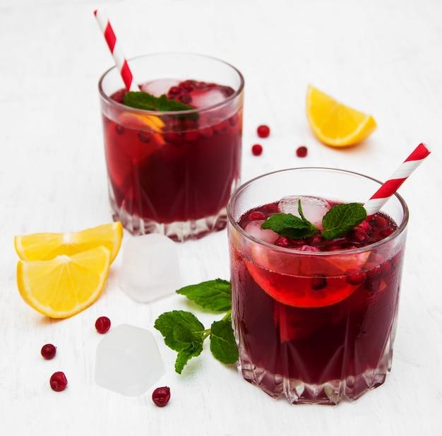 Cranberry cocktail com hortelã
