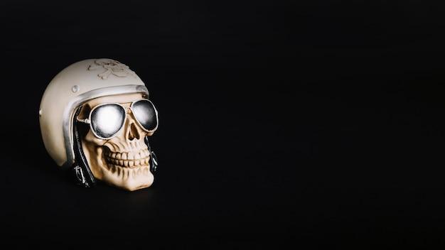 Crânio assustador no fundo preto
