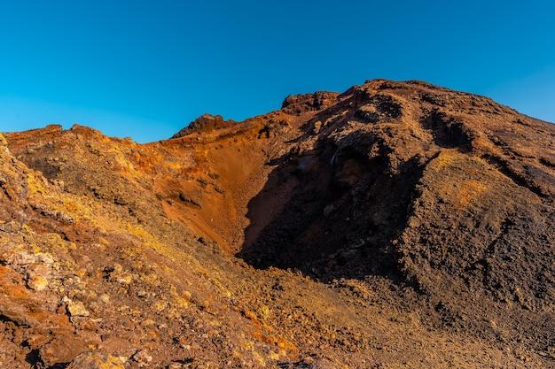 Cratera do vulcão teneguia da rota dos vulcões, ilha la palma, ilhas canárias. espanha
