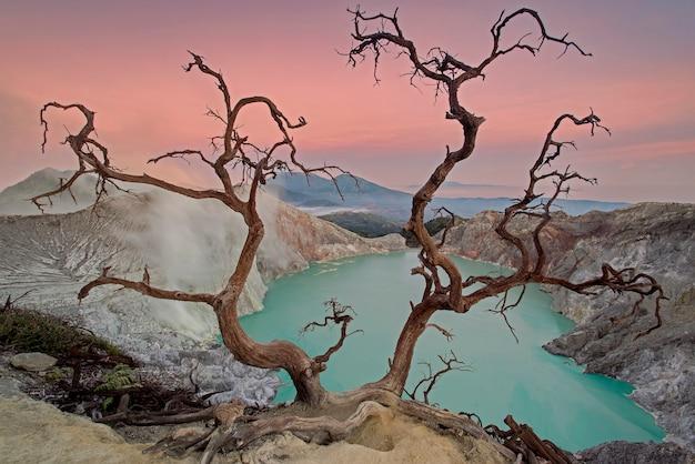 Cratera ijen, banyuwangi, java oriental, indonésia