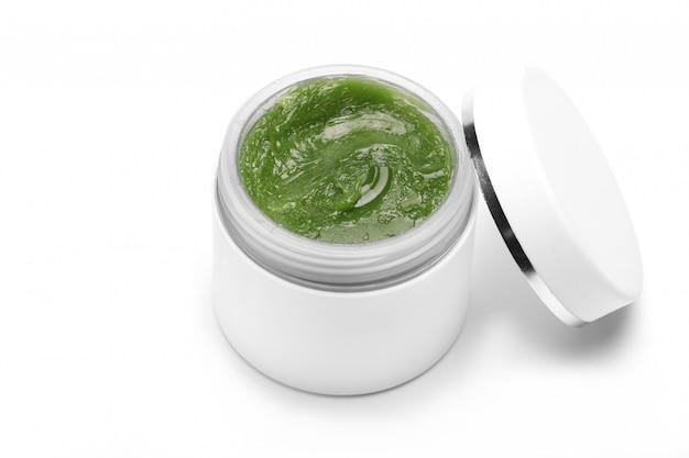 Creme natural cosmético para rosto e corpo em recipiente branco, jar isolado em uma mesa branca. copie o espaço