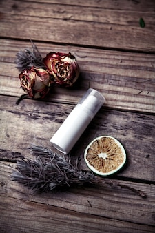 Cremes orgânicos, loções para o rosto e corpo. cuidado natural para a beleza, saúde e pele jovem.