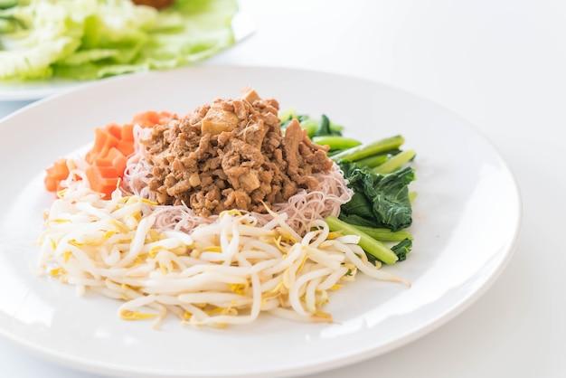 Crepe de macarrão de trigo integral com tofu