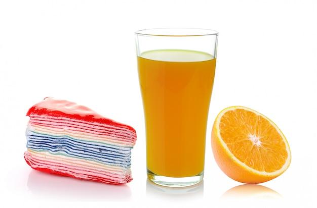 Crepe, laranja fresca e copo com suco