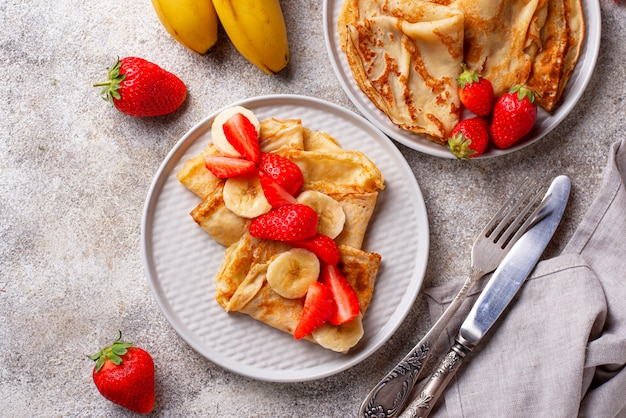 Crepes com morango e banana