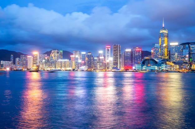 Crepúsculo do porto de victoria hong kong