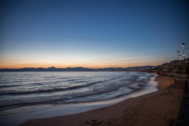 Crepúsculo na praia