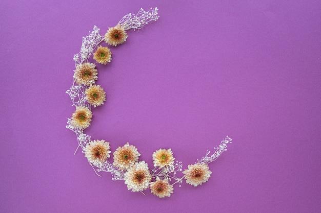 Crescente, forma, padrão, de, mums, flores