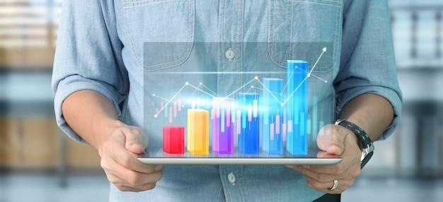 Crescimento do gráfico do plano de negócios e aumento dos indicadores positivos do gráfico em seu negócio, tablet na mão