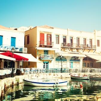 Creta rethymnon, café, barcos e mar, impressões da grécia